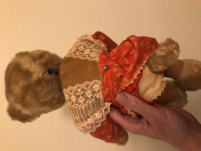 Tricky Schuco teddy bear back view