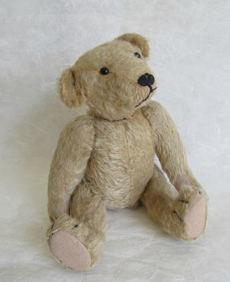 Sitting old teddy bear
